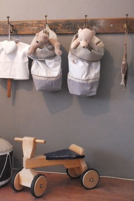 <3 the hooks and each child can have  a pillow case bag for road trips! cute!
