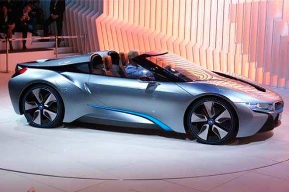 A versão conversível do BMW i8, esperada desde que o modelo foi apresentado em 2012, finalmente tem previsão de lançamento. Leia mais...
