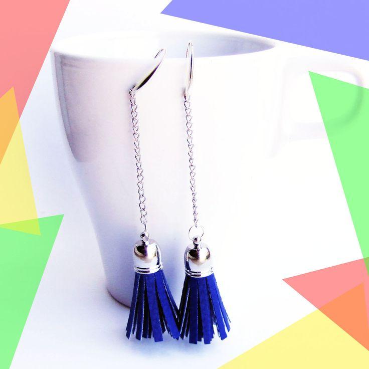 Boucles d'oreilles pendantes argent, pompon simili cuir bleu roi : Boucles d'oreille par melelo-bijoux