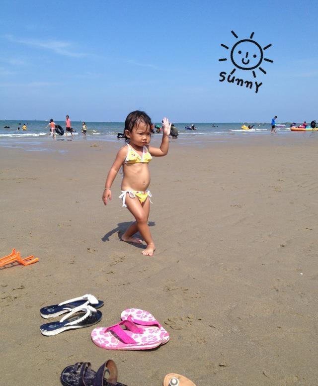 Little girl on the beachLittle Girls, Girls Generation