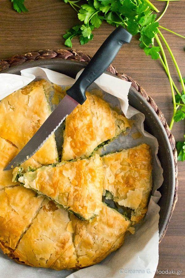 Σπανακόπιτα με φέτα, πράσο και μυρωδικά (classic Greek spinach pie with feta cheese)