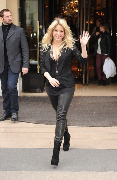 Shakira Photos - Colombian singer-songwriter and dancer, Shakira is seen leaving her hotel in Paris. - Shakira Leaves Her Hotel in Paris