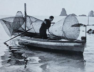 Una barca carica di nasse, in un'altra fotografia  di Ezio Quiresi edita nel 1961.