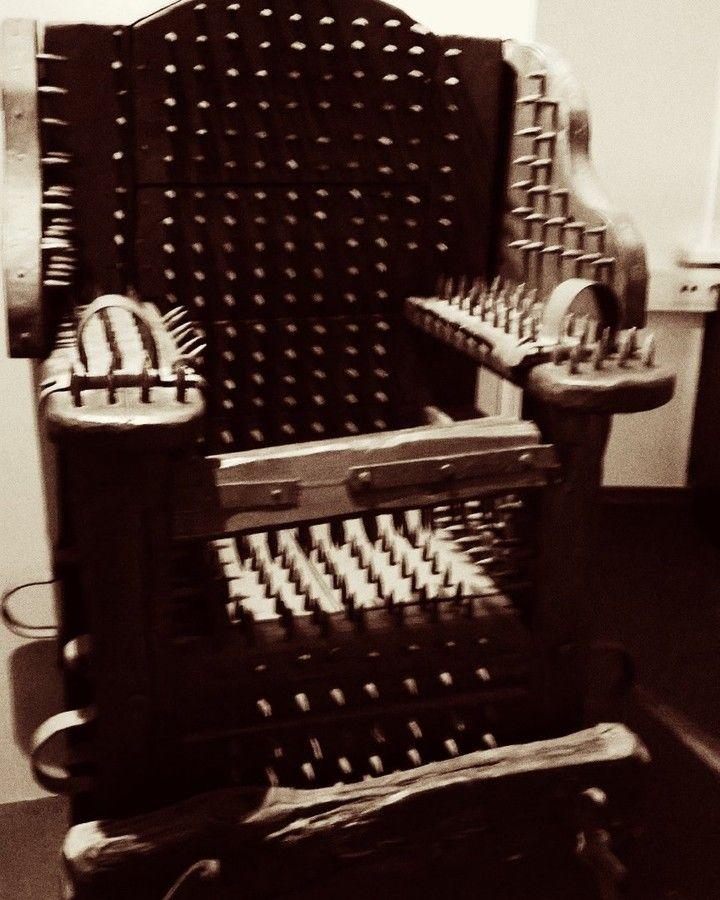 """11 tykkäystä, 1 kommenttia - Satu Ylävaara (@satuylavaaraphotography) Instagramissa: """"#keskaegsedpiinamisriistad. #piinapenkki. #sepia #seepia #photography #Museo #museum of #evil…"""""""