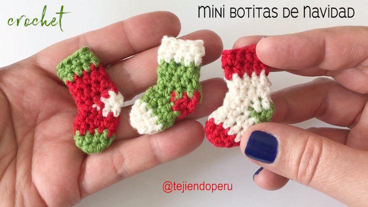 Mini botas o medias de Navidad tejidas a crochet