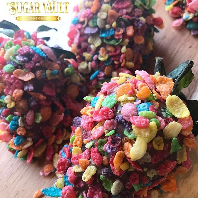 Fruity Pebble Chocolate Covered Strawberries 🍫🍓Nate said do it 😂😱 #sugarvaultdesserts #chocolate #chocolatecoveredstrawberries #strawberries #fruitypebbles #cereal #dessert #instadesserts #eastcoastfoodies #foodie #washingtondc #dmv #bakery #hyattsvillemd #maryland
