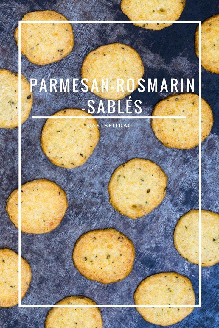 Parmesan und Rosmarin zusammengebracht als Sablés sind ein Gedicht. Zu unserer Geburtstagssause hat Lars von Colors of food uns diese kleinen Gebäckteilchen mitgebracht. #parmesan #rosmarin #rosemary #sablé #gebäck #party