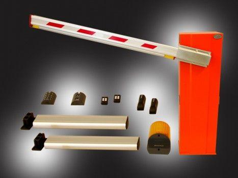 Sbarra automatica per passo carraio con motore a 24 V per uso intensivo.