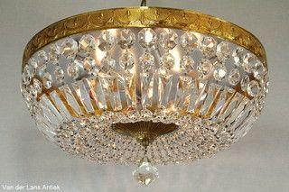 Grote plafonniere met kristallen 26393 bij Van der Lans Antiek. Meer kristallen lampen op www.lansantiek.com