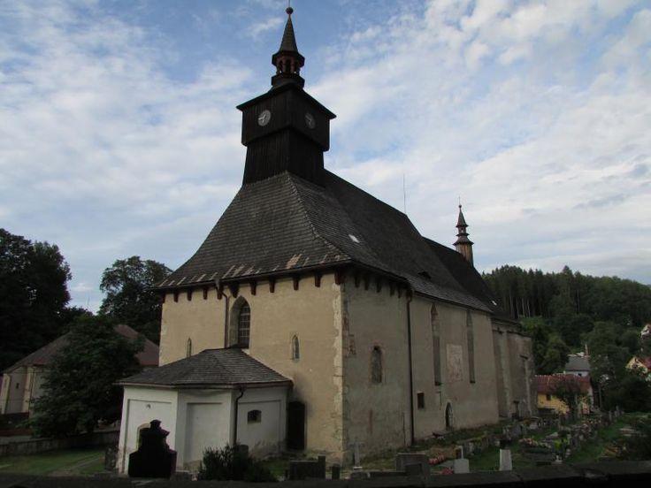 Klášterec nad Orlicí u Žamberka (S Čechy), kostel Nejsvětější Trojice, souč. podoba z 2. pol. 15. st., jinak starší.