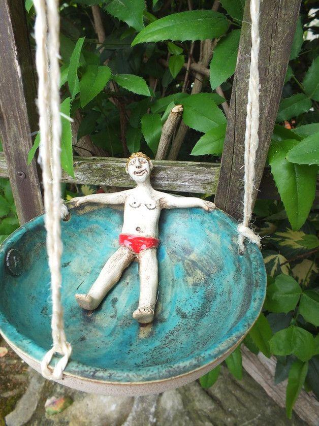 http://de.dawanda.com/product/100877287-vogeltraenke-fauler-sack-gartenkeramik-keramik