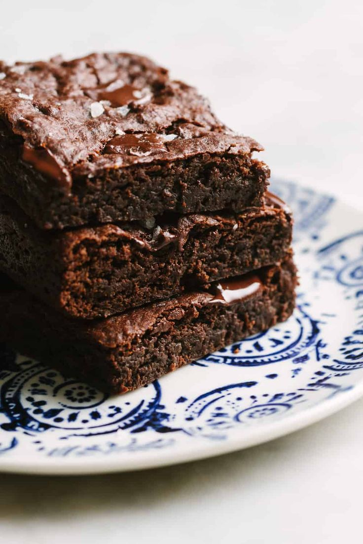 FAVORITE VEGAN BROWNIES – THE SIMPLE VEGANISTA – Healthy Vegan Recipes