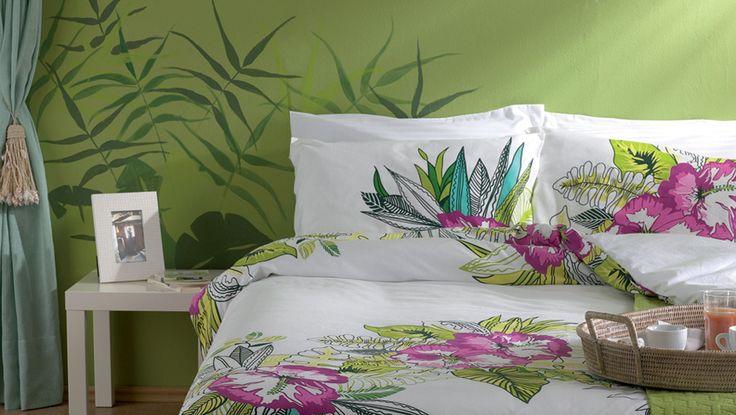 Ζωγραφική σε πράσινους τόνους στον τοίχο υπνοδωματίου. Δείτε περισσότερες ιδέες διακόσμησης για τον τοίχο πάνω από το κρεβάτι στη σελίδα μας www.artease.gr
