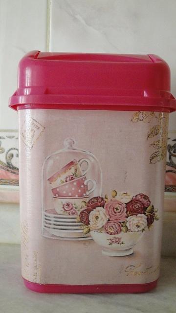 pink dustbin