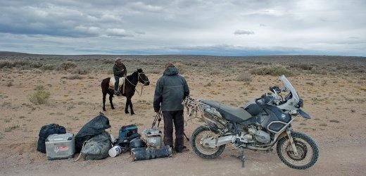 Patagonien: Reifenpanne in der Wüste