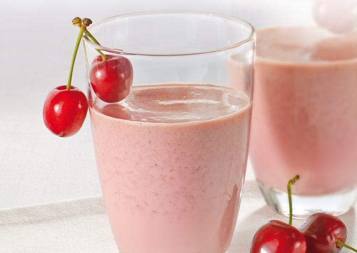 Frullato di latte con ciliegie e vaniglia (800 ml di latte fresco, 500 g di ciliegie, 80 g zucchero a velo, 1 puntina di vanillina) #cherries
