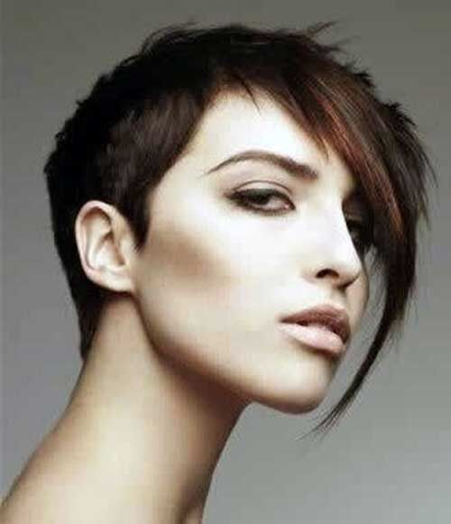 Donkere Haartjes - Korte Kapsels