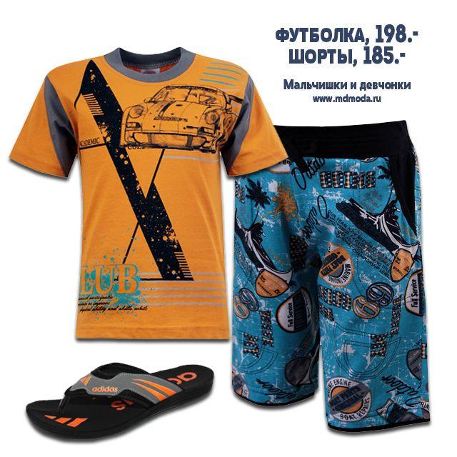 Летний образ для жарких дней! Яркая футболка гармонирует с принтом на шортах. Комплект подойдет для прогулки на пляж, занятий спортом или встреч с друзьями.