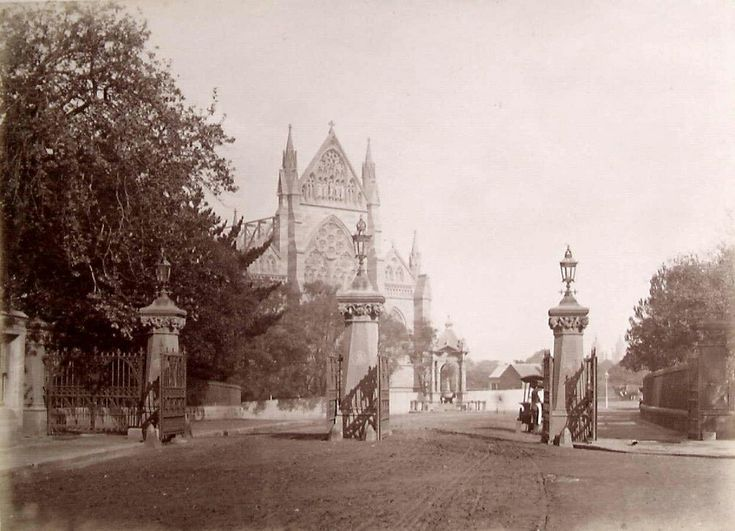 Domain Gates entrance from St. Mary's Rd,Sydney in 1889. •State Library of Victoria• 🌹
