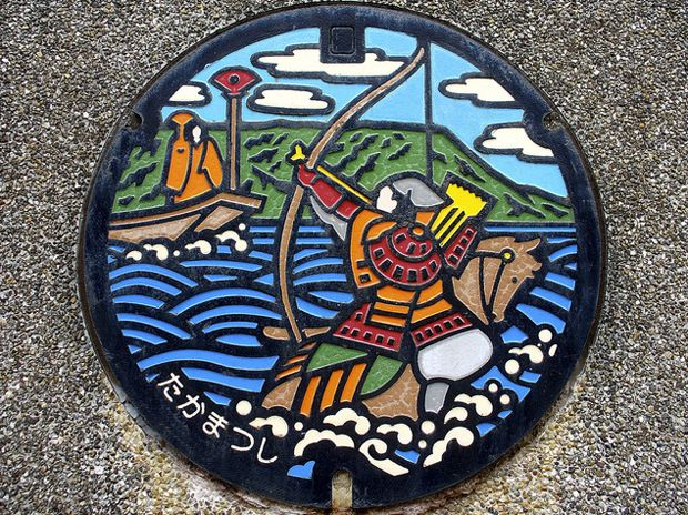 Designed and colored manhole covers in Japan. EXAMPLE.PL