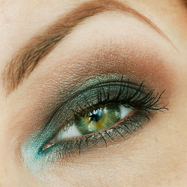 Shades of green and soft brown eye shadow instantly liven up your eyes. This gorgeous makeup is an easy DIY. Click the pic to see the makeup products she used. #daytonight #makeup #eyemakeup #beauty