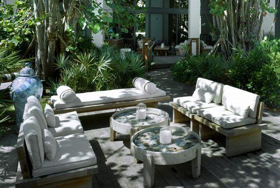 W Hotel Garden - Great conversation areas