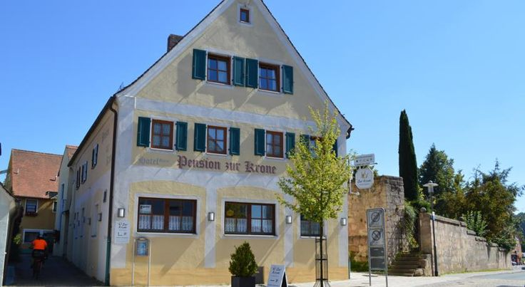 Hotel Garni Pension Zur Krone Hilpoltstein Pension Zur Krone stands in the centre of Hilpoltstein's old town, just 3 km from the Rothsee Lake. It offers free parking and a sauna featuring a rain shower.