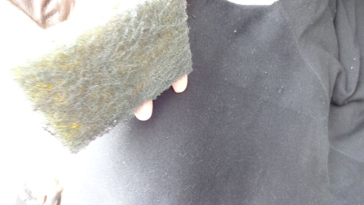 Olha só que legal essa ideia! Minha querida Ana Cristina do salão Shalon em Jardim da Penha sempre me ensinando coisas novas. Dessa vez foi uma dica para remover bolinha das roupas, serve também para remover fiapos e pelinhos brancos das roupas escuras. Basta usar uma esponja de lavar louça (2 faces: amarela e verde)…