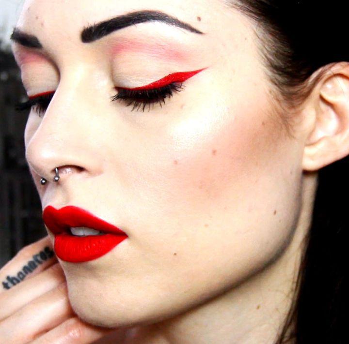 Red eyeliner & red lips