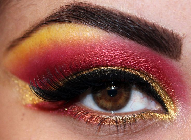 Iron man eye makeup...If I use green in place of the red, this could pass for Robin makeup!