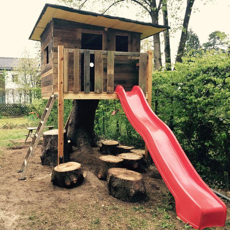 Nice Baumhaus auf Baumstumpf