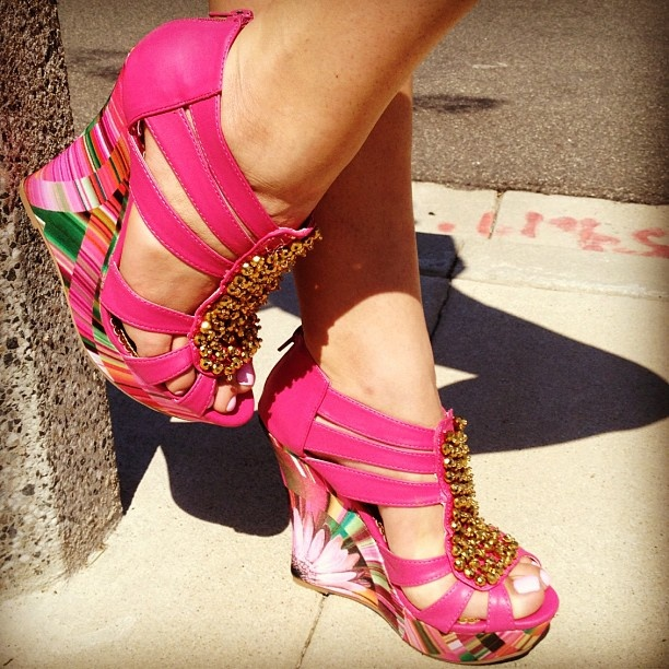 To Die For!!!!: Hot Shoes, Shoes Fetish, Pink Wedges, Clothing Shoes Accessories, Shoes Fit, Gojan Wedges, Frugal Fashionista, Instagram Photo, Fashion Deals