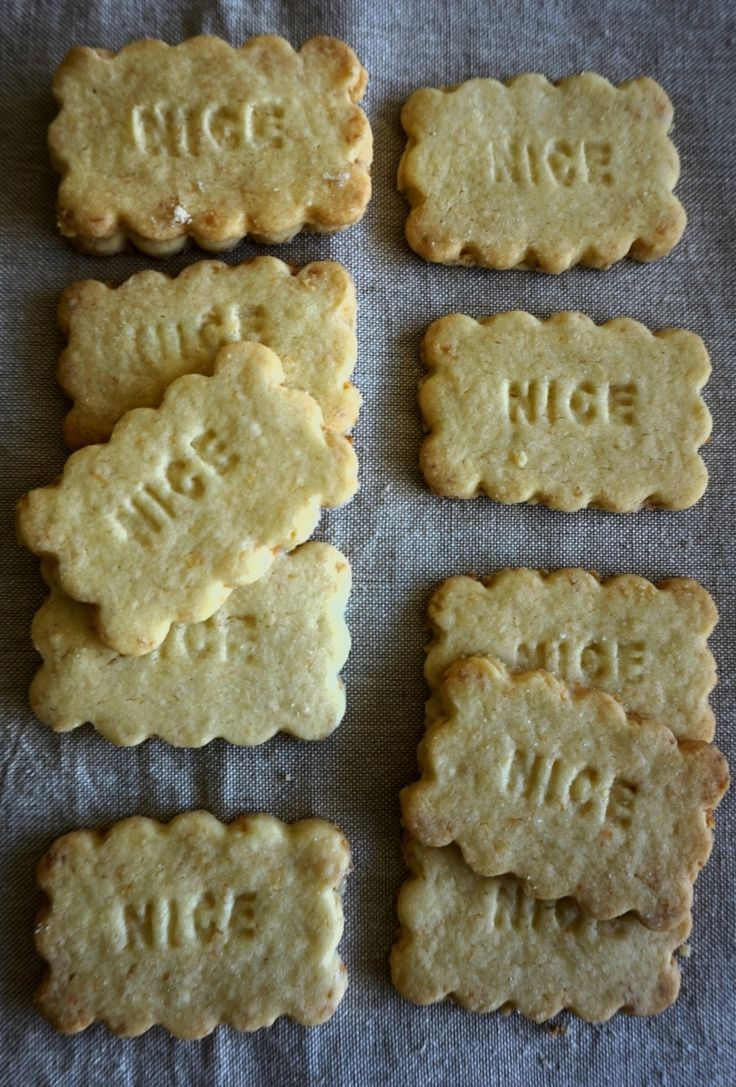 Am I the only one who wasn't aware that Nice biscuits are coconut  flavoured? A childhood spent eating them out of battered biscuit tins and I  never knew.   I've been doing some work and research on old-fashioned biscuits for  Reading's Year of Culture. Huntley and Palmers was once the biggest biscuit  factory in the world - most biscuits seem to stem back to it including Iced  Gems, Gingernuts and many others. They are based in Reading, so I spoke at  an event and shared biscuits with…