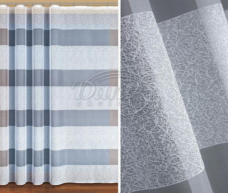 Záclona EPRINA     Pozoruhodná záclona bílé barvy zdobená širokými pruhy s plastickým vzorem.     Vzorované pruhy se střídají se stejně širokými hladkými pruhy.     Záclonu můžete použít i do soupravy na balkón a okno.