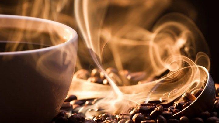 "«Goth latte» αυτή είναι η νέα τάση στον καφέ: Το "" Black "" in "" black coffee είναι η νέα παρουσία στα μενού των καφέ σε Ηνωμένο Βασίλειο,…"