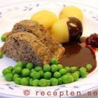 Köttfärslimpan serverad med brunsås
