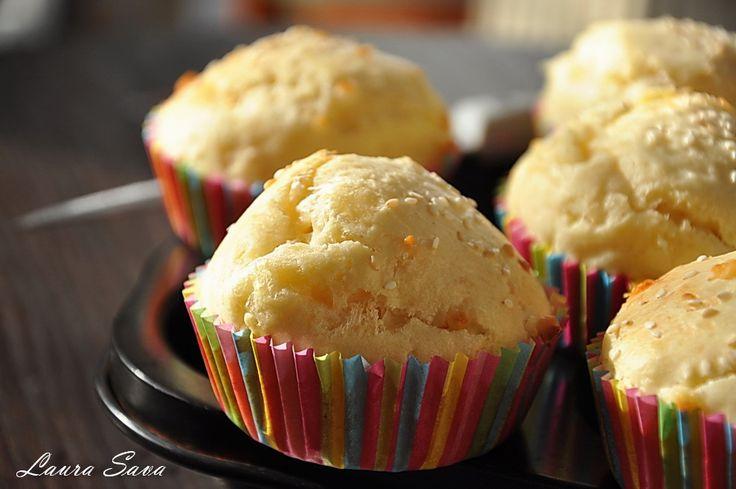 Muffins cu branza si cascaval