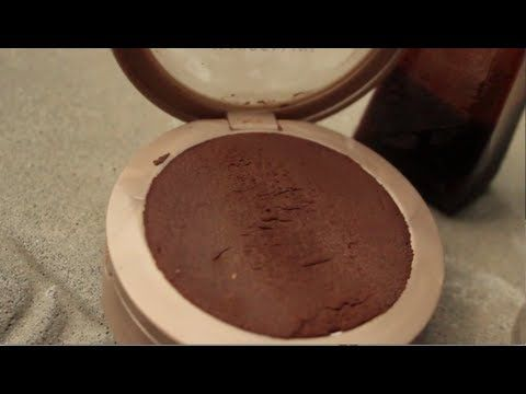 DIY- Make your own bronzer! Super easy, and all you need is cocoa powder and cinnamon! C: