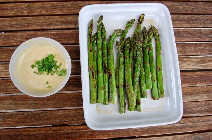 Asparagus with homemade mayo Chřest s domácí majonézou ~ Ze zahrady do kuchyně http://zezahradydokuchyne.blogspot.cz/2014/05/chrest-s-domaci-majonezou.html