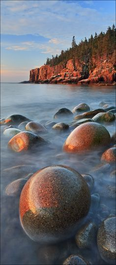 Otter Cliffs and Boulder Beach at Acadia National Park, Maine.