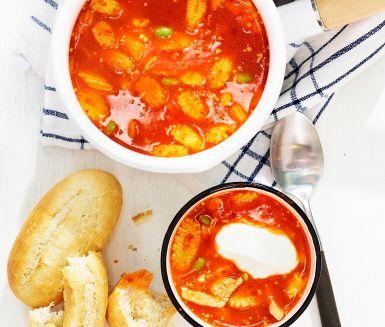 Recept: Ajvarsoppa med bönor och kyckling