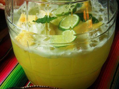 Agua fresca de piña y agua de coco - Que Rica Vida