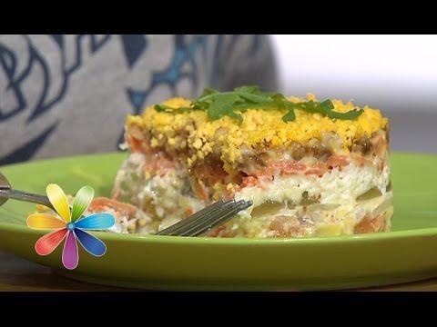 Необычный салат «Мимоза» С виноградом, вяленым инжиром, копченым лососем и домашним майонезом от итальянского шеф-повара