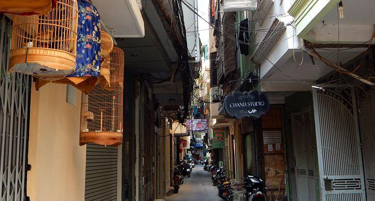 In the streets of Hanoi. #hanoi #travel #wander #vietnam #street