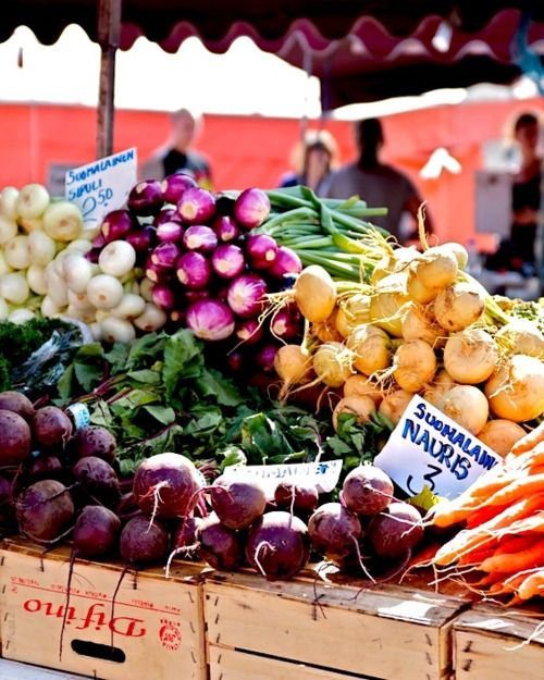 I just love the vegetable stands around Helsinki! Who wouldn't want to eat beets and turnips... I roasted a big pan of root vegetables because they looked so good at the market by the sea!