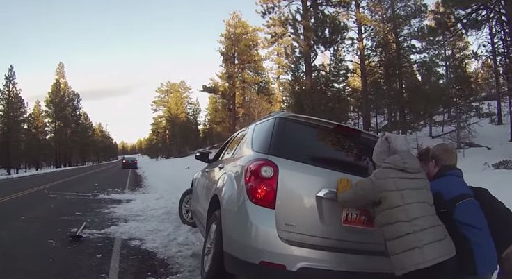 'Selfless' strangers dig vehicle out of snow in Bryce Canyon