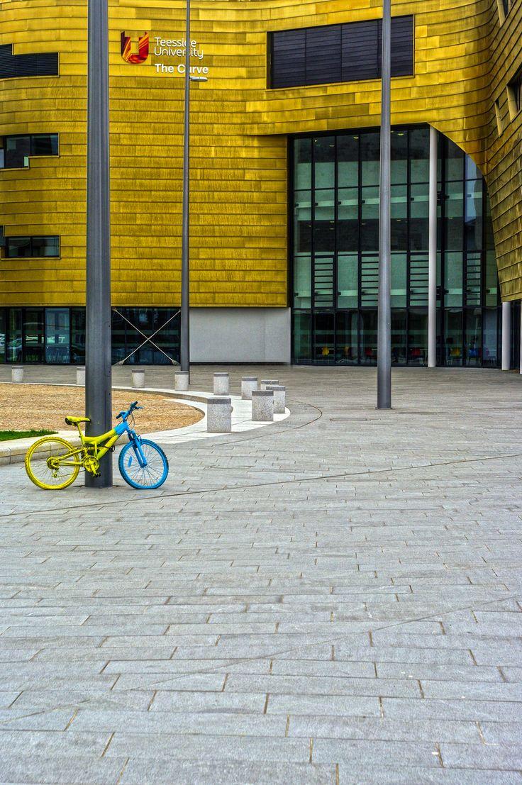 Teesside University (The Curve), Middlesborough #university #landscape #design #paving