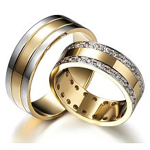 Modern Elegance - Gold wedding rings full of dignity and splendor