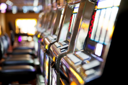 A pensioner has won 1.3 million dollars on poker machines but the club refuses to pay because of a machine 'malfunction'.