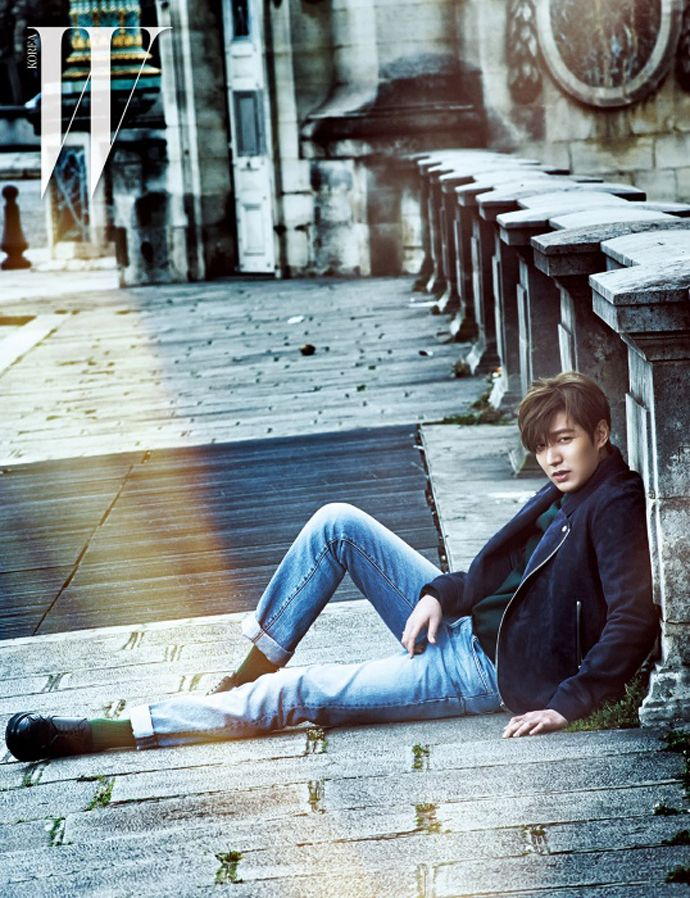 10 Photos of Lee Min Ho looking suave and stylish on the streets of Paris